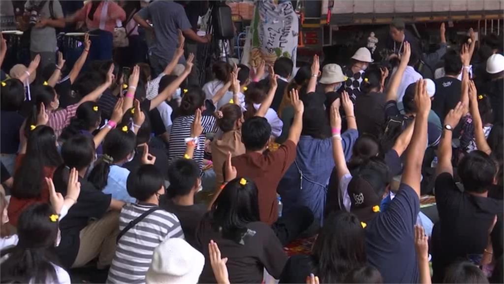 高中生街頭靜坐 要求帕拉育下台與憲改