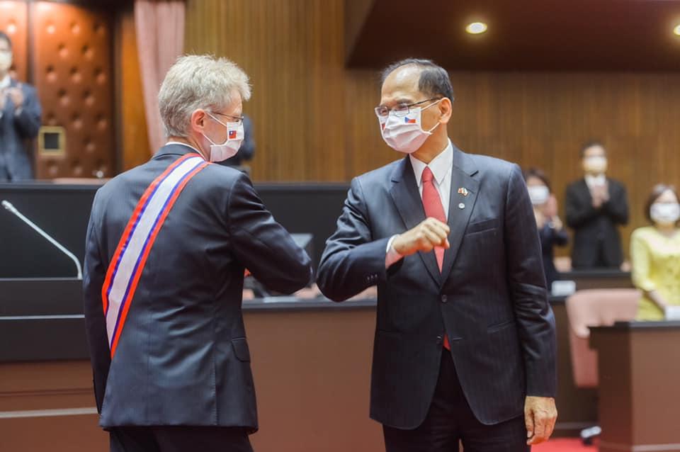 快新聞/捷克贈3萬劑疫苗給台灣 游錫堃:再次印証兩國共享自由民主普世價值