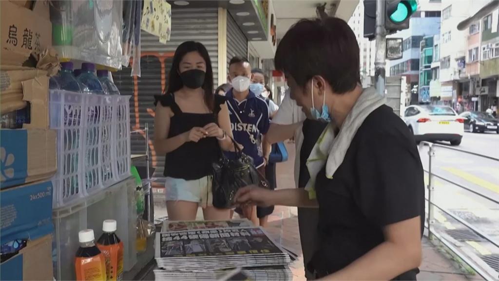 香港蘋果5高層被逮 今照常出刊民眾瘋搶力挺