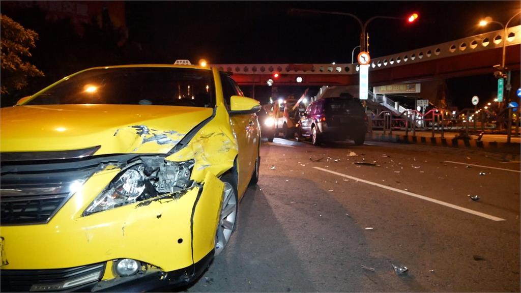 路口休旅車撞計程車 2車駕駛輕傷幸無大礙