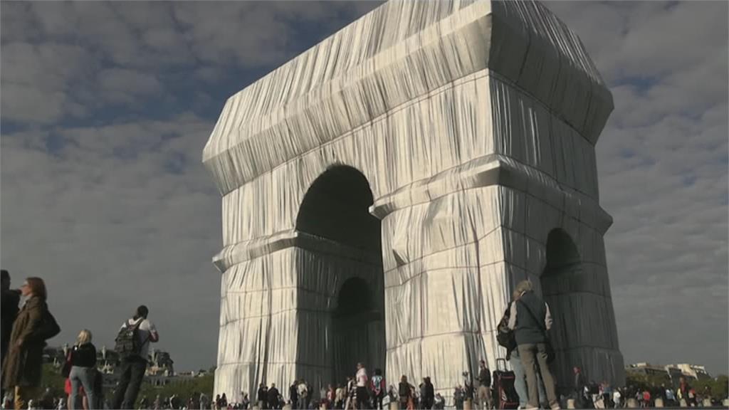 巴黎凱旋門裝置藝術 已故藝術家構想實現