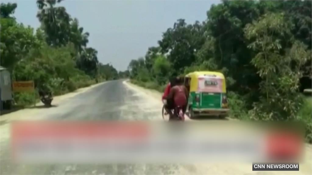騎7天、2天無進食...印度少女騎腳踏車載父返鄉1200公里