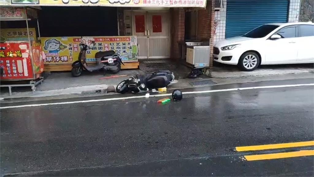 仇家攔車?男騎車遭一群惡煞狂  躲社區求救