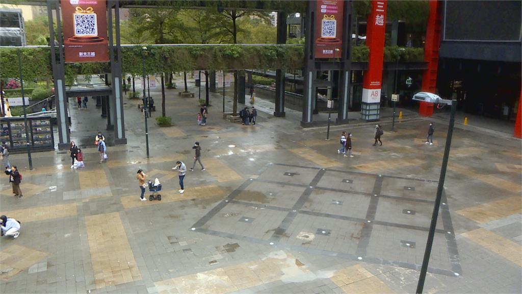 香堤廣場反覆修地磚 議員批市府「勿當濫好人」
