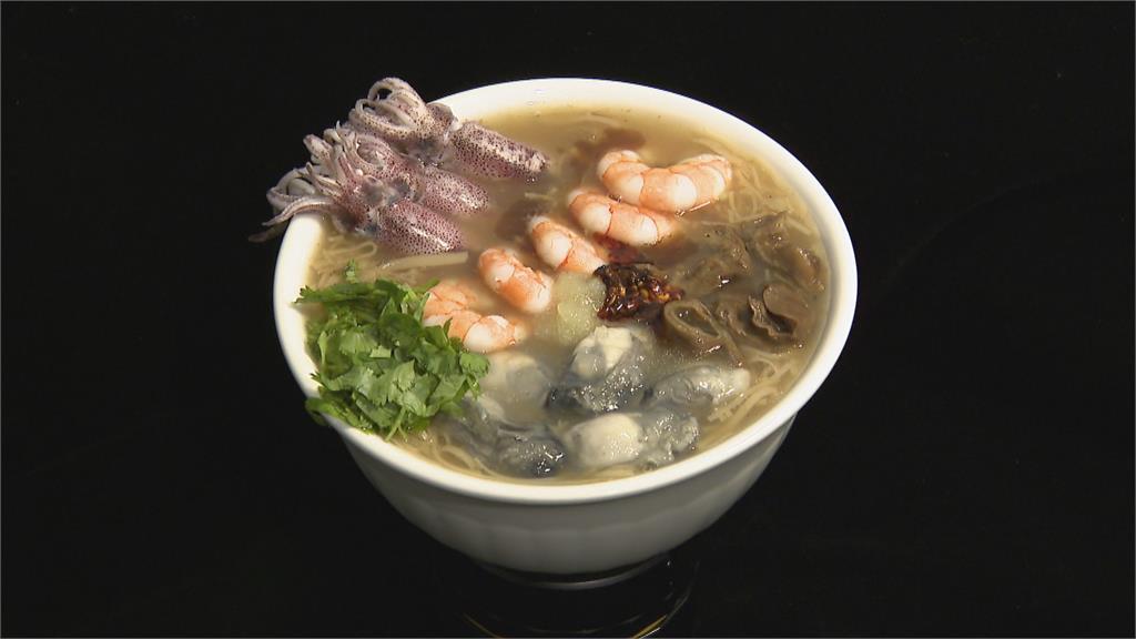 創意大四喜麵線加入澎湖小卷、手剝白蝦滿滿海味