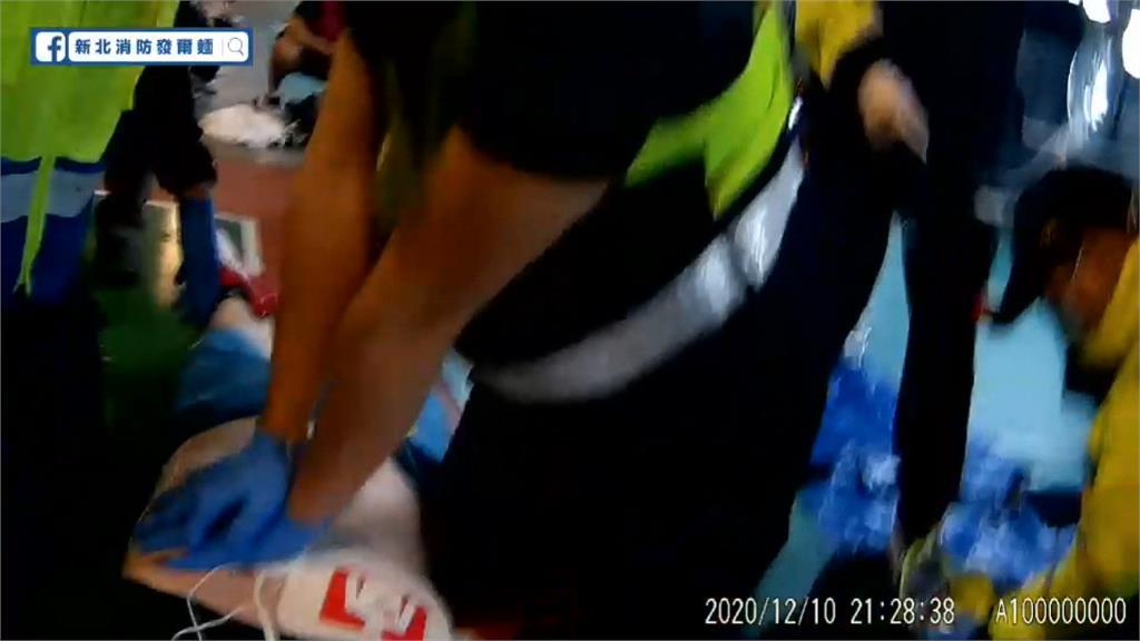 男打羽球突昏厥球友「線上CPR」救回一命