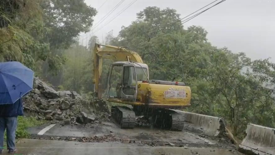 快新聞/嘉義縣山區豪雨強襲 嘉169線土石滑落交通中斷