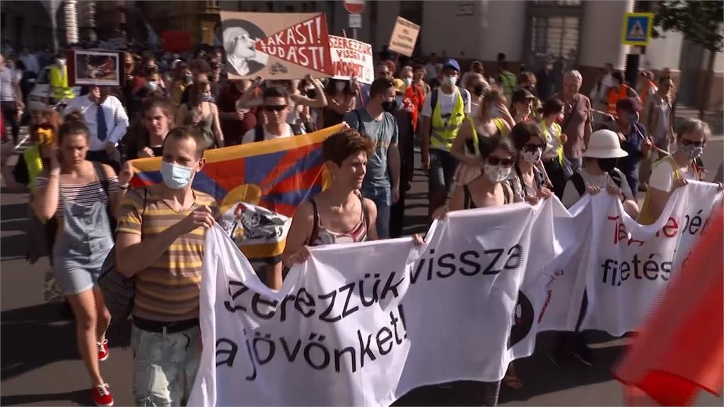 抗議中國復旦大學開分校 匈牙利數千人抗議
