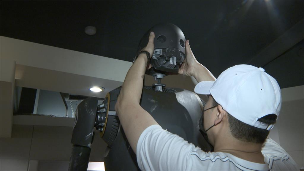 全台唯一! 星戰K-2SO擬真機器人首亮相