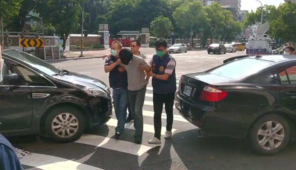 快新聞/涉略誘少女羅嫌被押回警局突說「對不起媽媽」 警方:少女有被套上項圈