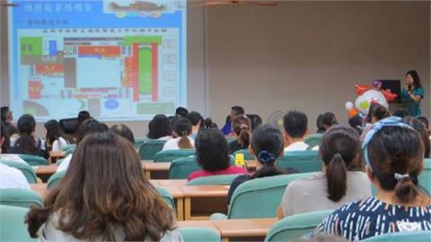 不用視訊?  國小近百名老師群聚教室開會