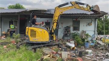 父親從軍30年留下來的… 屋主抵抗拆除作業被噴辣椒水壓制