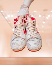 喬丹舊戰鞋飆出近4200萬天價 知名紅白款櫻木花道也穿過