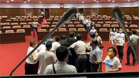 快新聞/藍委控綠「走後門」佔主席台 林楚茵曝現場影片嗆輸不起:搶不贏就怨東怨西