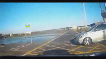 台11線連環車禍 休旅車失控橫越雙黃線 撞翻對向貨車 後方遊覽車慘撞冒白煙