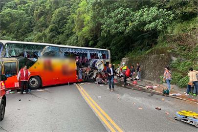 快新聞/影片曝光! 蘇花公路遊覽車撞山壁 6死21重傷