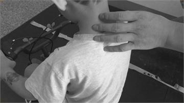 4歲兒烤肉突遭陌生女掐脖!對方丈夫「這樣回」讓男童母怒告傷害