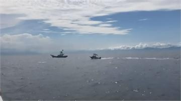 半路殺出「一台衝鋒艦艇」 海豚四處逃竄「遊客傻眼」