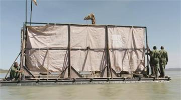 暴雨將淹沒小島 肯亞搶救受困瀕危長頸鹿