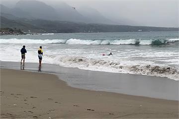 快新聞/11師生台東杉原灣海邊戲水 17歲少年被海浪捲走失蹤