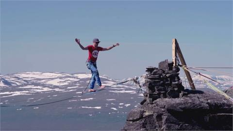海拔600公尺高空走2.1公里 團隊走繩新世界紀錄