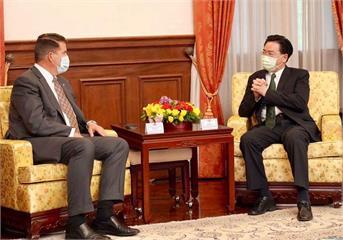 快新聞/吳釗燮會晤柯拉克 外交部:感謝美國政府支持「民主台灣」