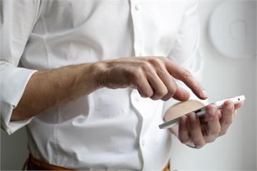 光勤洗手沒用!病毒最愛黏手機 專家曝三大消毒要點