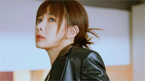 安心亞激短上衣 鏡頭1拉近「大面積白皙火辣」網狂讚:很可以!