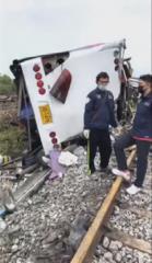 泰中部驚傳火車撞巴士 至少造成17死