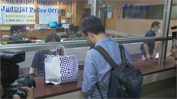 快新聞/立委趙正宇100萬元交保 律師用「SOGO紙袋」裝交保金