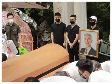 賭王何鴻燊離世1年多!至今才「正式下葬」原因曝 4兒到場送行