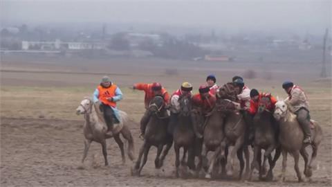 吉爾吉斯騎馬搶羊傳統競賽!  號稱中亞版馬球賽