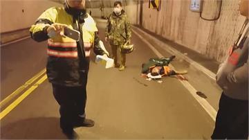 隧道內打滑撞牆摔車 騎士送醫搶救仍命危