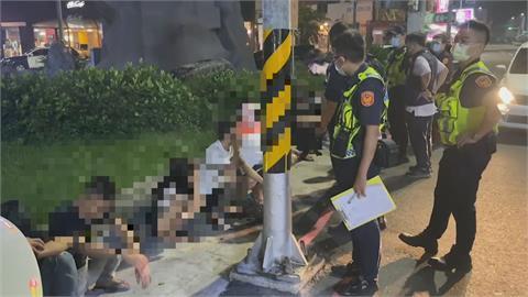 鳳山12人聚集速食店前 民眾憂械鬥急報案 警搜出違禁品