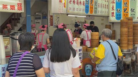花蓮旅遊人潮爆滿 知名包子、臭豆腐店排長龍