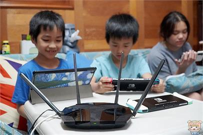 3C/僅要千元?支援 Wi-Fi6 超高CP值的 MERCUSYS MR70X AX1800 Gigabit 雙頻 WiFi6 路由器 開箱 評測