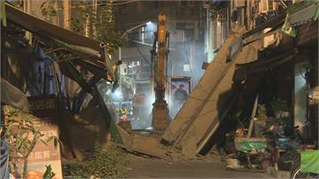 高雄舊今日戲院外牆倒塌 附近21人安置飯店