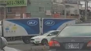 物流車油箱見底顧路 討救兵貨車「尾對尾」倒車嚕進加油站