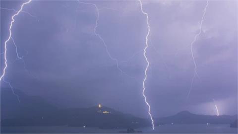 雷神索爾降臨?巨雷落不停 「雷劈氣象站儀器」待修復