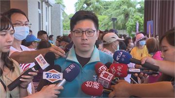 快新聞/「罷王連署」遞件中選會 王浩宇批挺罷里長:有選舉才來拜託的遠親