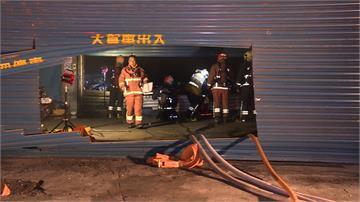 五股停放大量機車倉庫 凌晨遭大火吞噬