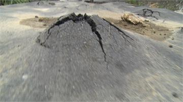 大雨積水退去後...員林山腳路驚見「小火山」