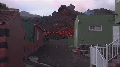 西班牙火山持續噴發 百棟建築遭岩漿吞噬
