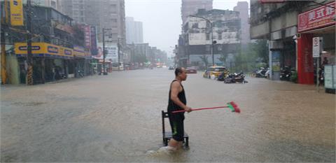 快新聞/台北文山區時雨量超過100毫米 興隆路、木柵路水淹小腿肚