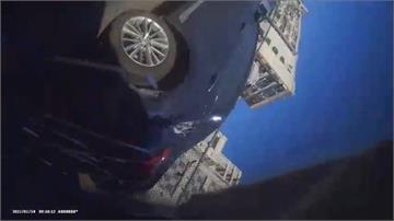 嚇醒!恍神撞路邊3車 車上鏡頭錄下翻車過程