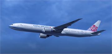 快新聞/華航貨機自馬尼拉返台降落爆胎 桃機緊急關閉跑道50分鐘影響11航班