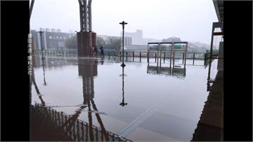 午後雷雨彈狂炸!台中火車站大廳也淹水