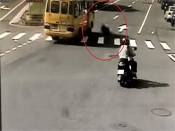 疑闖紅燈!機車遭拖行近50米... 女騎士撞公車被噴飛 顱內出血搶救中