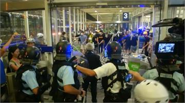 反送中/公安疑似闖入機場!香港機場抗爭爆發激烈衝突