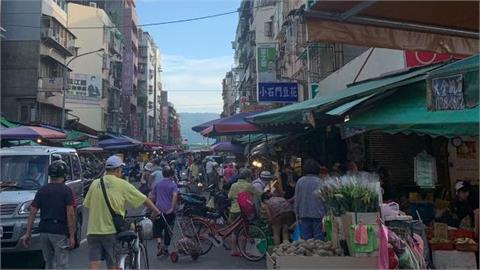 沒在怕!濱江市場一早「像跨年」 警早30分出現店家怨:提早來幹嘛?